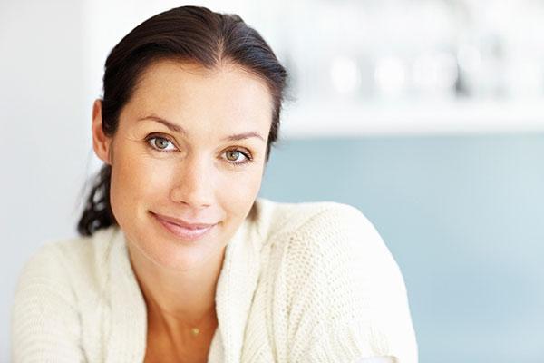 Как выглядеть моложе: 7 полезных советов по подбору правильной одежды изоражения