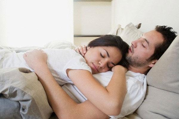Спят вдвоем секс