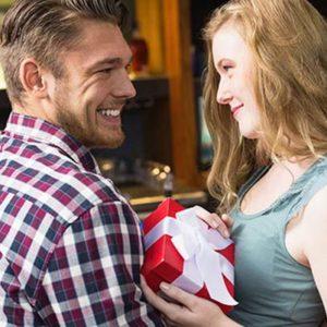 Что хочет мужчина получить в подарок?
