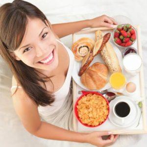От каких продуктов лучше отказаться утром? Мнение медиков