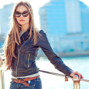 Как выбрать и с чем носить женскую кожаную куртку