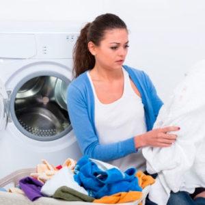 Способы борьбы с пятнами на детской и взрослой одежде