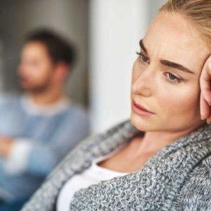 Почему женщины не выходят из отравляющих жизнь отношений?