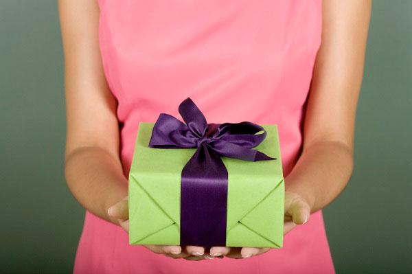 Прием подарков по правилам этикета