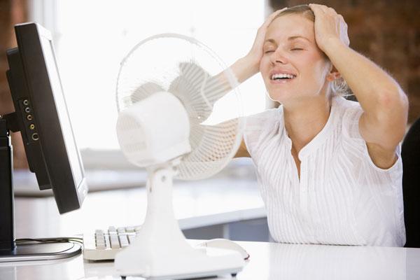 Как бороться с жарой в офисе?