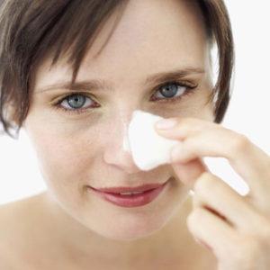 Черные точки на лице: причины появления и как от них избавиться