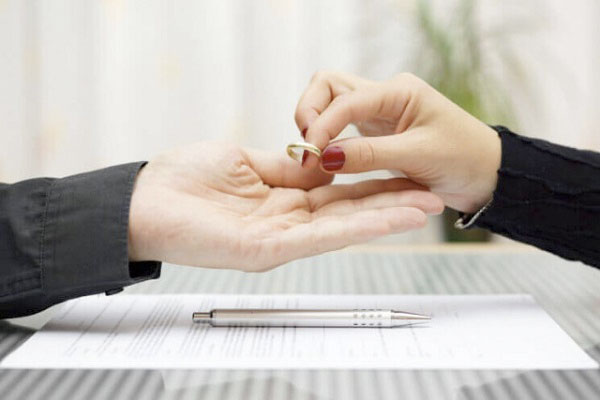Подать на развод или попытаться сохранить брак?