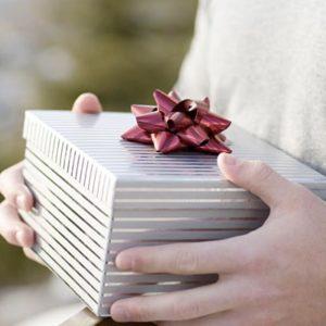 Что подарить другу на День рождения? Полезные советы