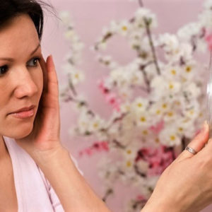 Угревая сыпь — проблема многих женщин