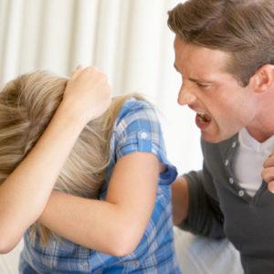 Что делать, если бьёт муж? Советы психолога