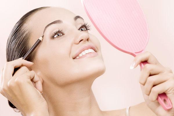 Как правильно красить брови?