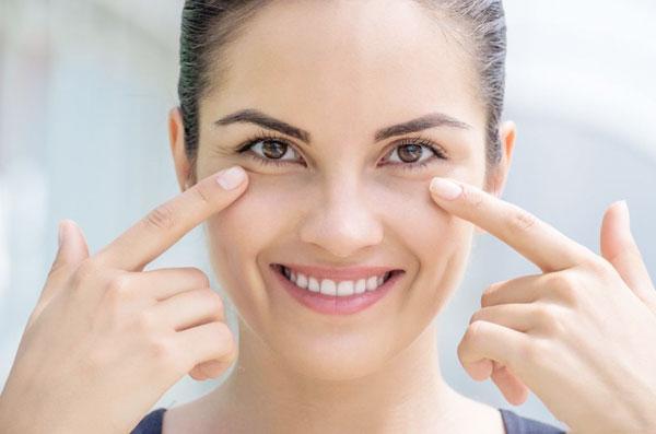А вы ухаживаете за кожей вокруг глаз?