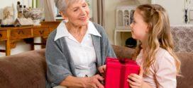 Подарок бабушке на день рождения: оригинальность против консервативности