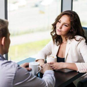 Муж зарабатывает меньше супруги. Что делать?