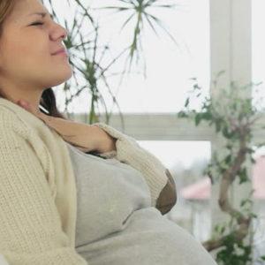 Как лечить горло беременным при ангине