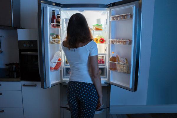 Как запретить себе ночные набеги на холодильник?
