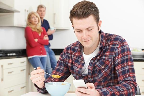 О взрослых детях, которые продолжают жить с родителями