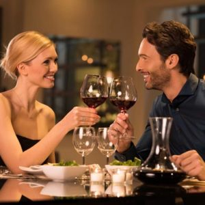 Как устроить романтический вечер для двоих?