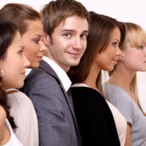 Как вести себя в женском коллективе: 6 советов мужчинам