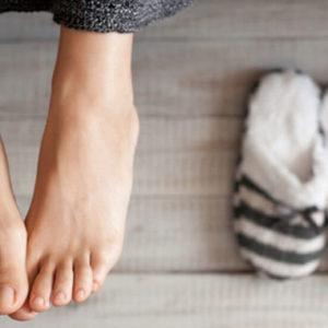Как избавиться от неприятного запаха ног?